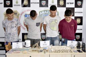 Bando ligado a facção criminosa é preso com drogas e armas