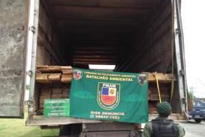 Batalhão Ambiental detém caminhão com madeira ilegal na zona Oeste