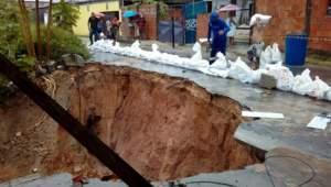 Defesa Civil registra deslizamentos de terra durante a forte chuva desta sexta