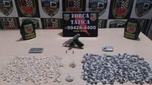 Força Tática apreendem drogas e arma após troca de tiros