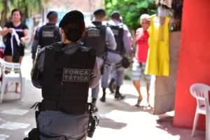 PM prende 24 pessoas com drogas e armas durante o final de semana em Manaus