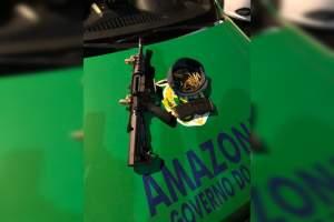 Polícia apreende colete e fuzil em carro na zona Sul de Manaus