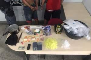 Polícia detém dupla com drogas no bairro São Lázaro