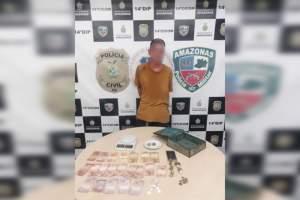 Polícia detêm homem em posse de entorpecentes dentro de coletivo