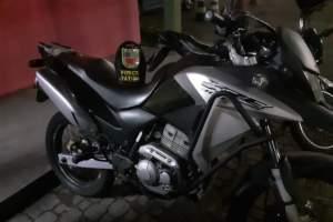 Polícia Militar detém dupla por roubo de motocicleta no Terra Nova