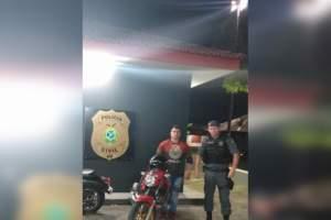 Polícia Militar recupera moto roubada no Parque Dez abandonada no Mauazinho