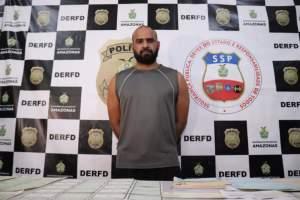 Polícia prende homem por uso de documento falso e falsificação de documentos públicos