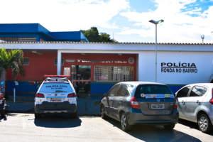 Polícia prende jovem que vendia drogas nas próximo de escola no São José
