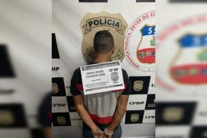 Polícia prende rapaz com drogas e balança de precisão na Cidade de Deus