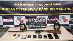 Policiais da Rocam detêm casal com arma de fogo na zona Norte