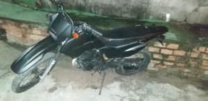 Policiais localizam motocicleta com restrição de roubo na zona Norte