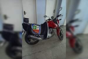 Policiais militares da 30ª Cicom detêm homem com motocicleta roubada