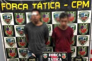 Policiais militares da Força Tática detêm dois homens por porte ilegal de arma de fogo no Crespo