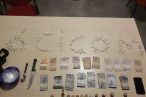 Policiais militares detêm dois homens com drogas na zona Norte