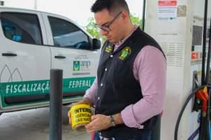 Posto de combustível é interditado após fiscalização do Procon Manaus e da ANP