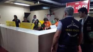 Procon-AM realiza fiscalização e abordagem no Bumbódromo de Parintins