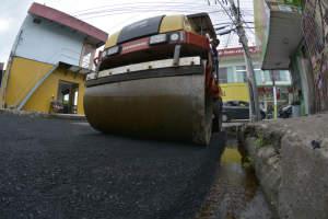 Ruas da zona Leste recebem serviços urbanísticos da prefeitura