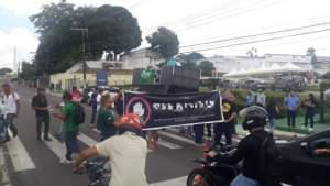 Servidores do estado protestam contra a proposta do governo de congelar seus salários
