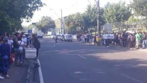 Servidores protestam em frente a sede do Governo na Compensa