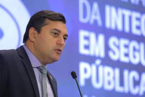 Wilson Lima anuncia o atraso no pagamento do funcionalismo público